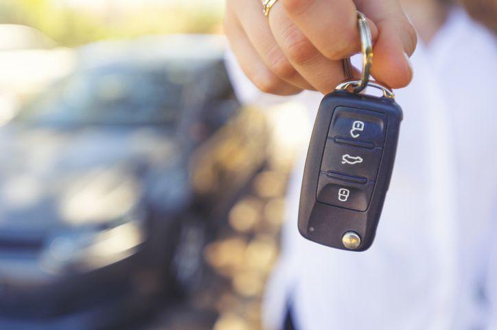someone holding their car keys